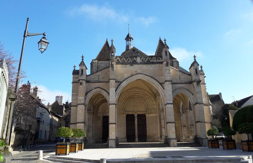 Basilique Notre-Dame in Beaune (Wijn uit Bourgogne)